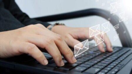 Юридические услуги - Работодатель читает Ваши личные переписки? Что делать в такой ситуации?